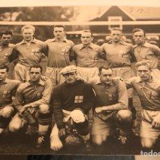 Coleccionismo deportivo: PRECIOSA FOTOGRAFÍA ORIGINAL DE LA SELECCIÓN SUECA DE FÚTBOL, AÑO 1933. Lote 187445892