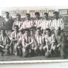 Coleccionismo deportivo: EQUIPO RCD ESPAÑOL TEMPORADA 1957. MED. 9 X 14 CM. Lote 188677758