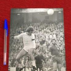 Collectionnisme sportif: F771 FOTO FOTOGRAFIA ORIGINAL DE PRENSA DEL BOSQUE REAL MADRID 1-0 SALAMANCA (16-2-1975). Lote 189642881