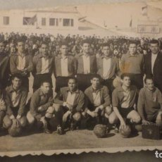 Coleccionismo deportivo: ANTIGUA FOTOGRAFIA.EQUIPO FUTBOL.UNION DEPORTIVA MAHON.MENORCA 1958. Lote 189899628