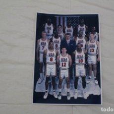 Coleccionismo deportivo: FOTOGRAFÍA BALONCESTO. EQUIPO DE EEUU. DREAM TEAM OLIMPIADAS DE BARCELONA 1992.. Lote 190145702