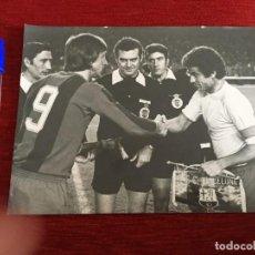 Coleccionismo deportivo: F1169 FOTO FOTOGRAFIA ORIGINAL DE PRENSA FINAL COPA BARCELONA LAS PALMAS (19-4-1978) CRUYFF BANDERIN. Lote 190286452