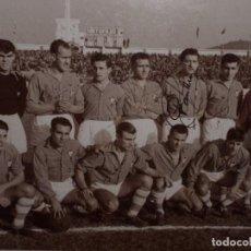 Coleccionismo deportivo: FOTO, REAL CELTA TEMPORADA 1954-55 FIRMADA Y ENMARCADA (VER FOTOS). Lote 190301773
