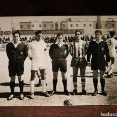 Coleccionismo deportivo: FOTOGRAFÍA ORIGINAL FUTBOL CATALÀ C. F. VILANOVA (VILANOVA I LA GELTRÚ), FOTÓGRAFO HORRO, 1965.. Lote 191214093