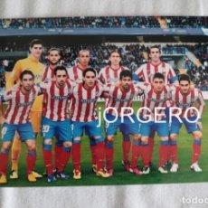 Coleccionismo deportivo: AT. MADRID. ALINEACIÓN PARTIDO DE LIGA 2012-2013 EN LA ROSALEDA CONTRA EL MÁLAGA. FOTO. Lote 191216101