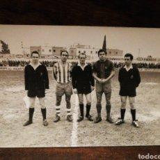 Coleccionismo deportivo: FOTOGRAFÍA ORIGINAL FUTBOL CATALÀ C.F.VILANOVA- F.C.BARCELONA, FERRÁN OLIVELLA PONS (HORRO), 1969.. Lote 191217680