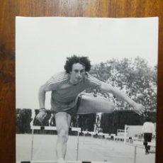 Coleccionismo deportivo: CARLES SALA ( CARLOS )- ATLETA - FOTOGRAFÍA PROFESIONAL DE PRENSA 17,9X24,2 CM CORREDOR ATLETISMO. Lote 191669576
