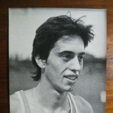 Coleccionismo deportivo: JOSÉ MANUEL ABASCAL - ATLETA - FOTOGRAFÍA PROFESIONAL DE PRENSA 17,9X24,2CM CORREDOR ATLETISMO. Lote 191671570