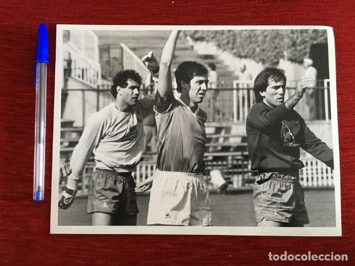 F1822 FOTO FOTOGRAFIA ORIGINAL DE PRENSA ATHLETIC BILBAO ESPAÑA SARABIA ZUBI GOIKOETXEA (14-12-1985) (Coleccionismo Deportivo - Documentos - Fotografías de Deportes)