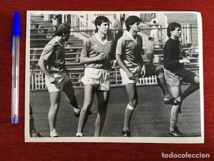F1823 FOTO FOTOGRAFIA ORIGINAL DE PRENSA ATHLETIC BILBAO ESPAÑA SARABIA CALDERE MICHEL (14-12-1985) (Coleccionismo Deportivo - Documentos - Fotografías de Deportes)
