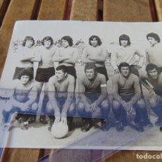 Coleccionismo deportivo: FOTO FOTOGRAFÍA DE FÚTBOL HUGO MODIGO Y EQUIPO FUE JUGADOR DEL SEVILLA CADIZ HUELVA PALENCIA AÑOS 70. Lote 192952335