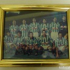 Coleccionismo deportivo: FOTOGRAFIA ENMARCADA DEL REAL BETIS BALOMPIE AÑOS 80. Lote 193393542