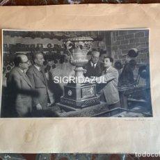 Coleccionismo deportivo: FOTO ORIGINAL TROFEO MARTINI& ROSSI 1948 F.C. BARCELONA. Lote 193427405