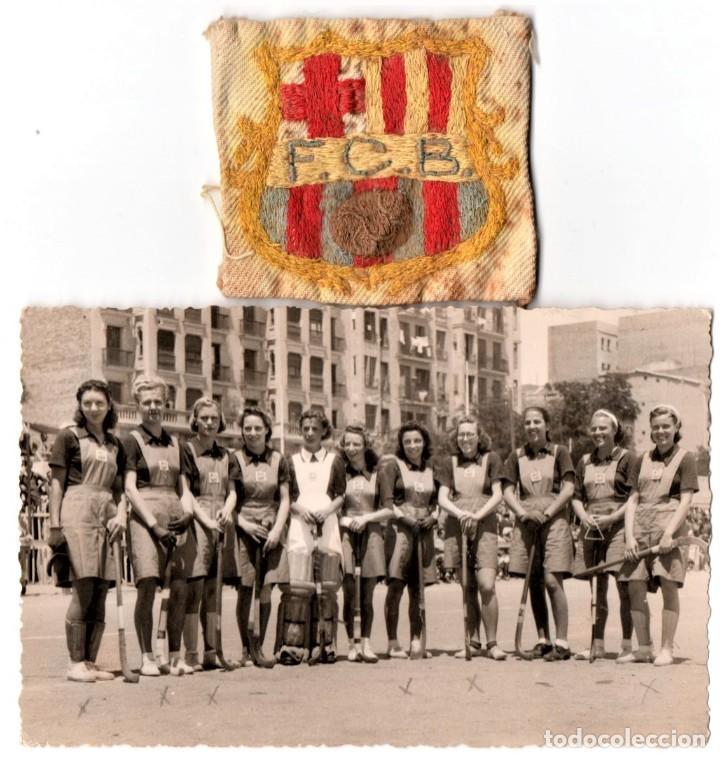 FUTBOL CLUB BARCELONA,BARÇA,FOTOGRAFIA Y ESCUDO ORIGINAL,PRIMER EQUIPO DE HOCKEY FEMENINO AÑOS 30 (Coleccionismo Deportivo - Documentos - Fotografías de Deportes)