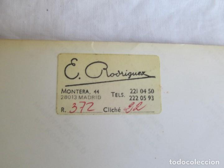 Coleccionismo deportivo: 3 fotografías de Angel Nieto en concesionario de coches Mercedes - Foto 6 - 194187762