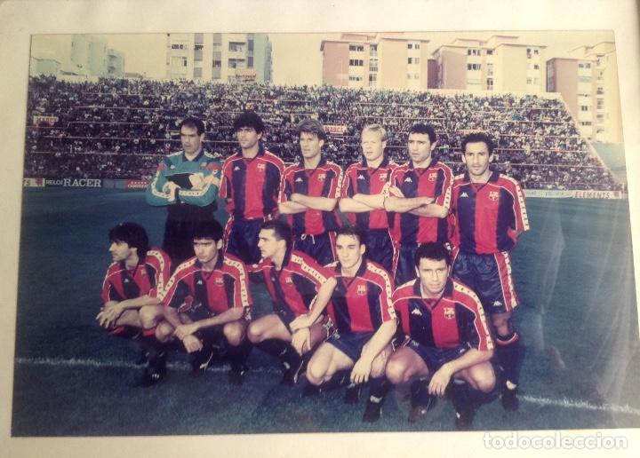 Coleccionismo deportivo: ANTIGUA FOTO FÚTBOL CLUB FC BARCELONA F.C BARCA, CON SU CUADRO. - Foto 2 - 194229662
