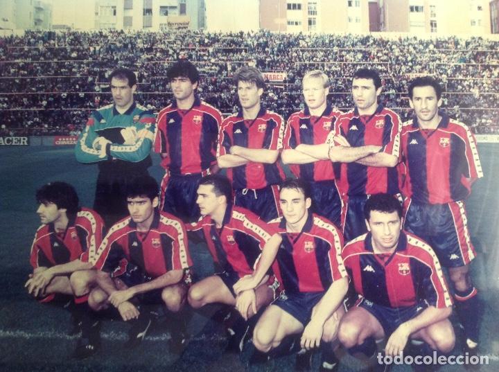 Coleccionismo deportivo: ANTIGUA FOTO FÚTBOL CLUB FC BARCELONA F.C BARCA, CON SU CUADRO. - Foto 3 - 194229662