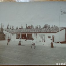 Coleccionismo deportivo: FOTOGRAFIA ALBUMINA, JUGANDO AL TENIS.. Lote 194520295