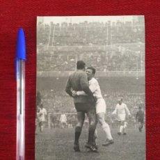 Collectionnisme sportif: R8021 FOTO FOTOGRAFIA ORIGINAL RICARDO ZAMORA DE GRASSA PUSKAS DI STEFANO REAL MADRID VALENCIA. Lote 194578260