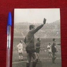 Collectionnisme sportif: R8023 FOTO FOTOGRAFIA ORIGINAL DE PRENSA RICARDO ZAMORA DE GRASSA REAL MADRID VALENCIA. Lote 194579386