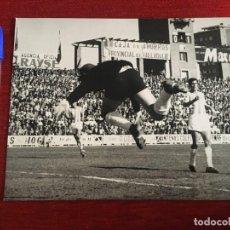 Coleccionismo deportivo: F3363 FOTO FOTOGRAFIA ORIGINAL DE PRENSA VALLADOLID 0-3 ATLETICO MADRID(12-5-1968) JESUS AGUILAR . Lote 194622685