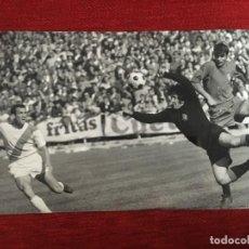 Coleccionismo deportivo: F3364 FOTO FOTOGRAFIA ORIGINAL DE PRENSA RAYO VALLECANO 2-0 VALLADOLID (26-10-1969) JESUS AGUILAR . Lote 194622916