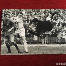 Coleccionismo deportivo: F3365 FOTO FOTOGRAFIA ORIGINAL DE PRENSA RAYO VALLECANO 2-2 VALLADOLID (9-3-1969) JESUS AGUILAR . Lote 194623145