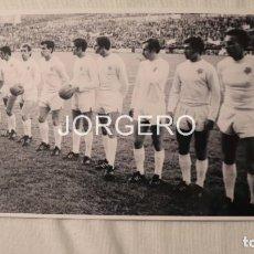 Coleccionismo deportivo: SLOVAN BRATISLAVA. ALINEACIÓN CAMPEÓN RECOPA 1968-1969 EN BASILEA CONTRA EL BARCELONA. FOTO. Lote 194901482