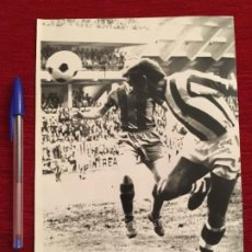 Coleccionismo deportivo: F3439 FOTO FOTOGRAFIA ORIGINAL DE PRENSA GOL FERNANDO ANSOLA (29-10-1972)REAL SOCIEDAD BARCELONA. Lote 194938280