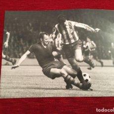Coleccionismo deportivo: F3485 FOTO FOTOGRAFIA ORIGINAL DE PRENSA GARATE GALLEGO ATLETICO MADRID 0-1 BARCELONA (21-9-1968). Lote 194968312