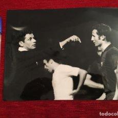 Coleccionismo deportivo: F3490 FOTO FOTOGRAFIA ORIGINAL DE PRENSA FINAL COPA GALLEGO REAL MADRID 0-1 BARCELONA(11-7-1968). Lote 194968672