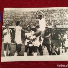 Coleccionismo deportivo: F3497 FOTO FOTOGRAFIA ORIGINAL JUAN FRANCISCO GALLEGO SEVILLA BARCELONA (30-8-1979)FIN DE LA CARRERA. Lote 194969047