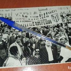 Coleccionismo deportivo: AFICION DEL ATLETICO DE MADRID EN EL ESTADIO, CAMPEON, AÑOS 70?, DE 17,5 X 12,5 CM.. Lote 195022992