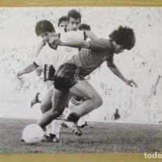 Coleccionismo deportivo: RCD MALLORCA : ROBERTO ORELLANA (TEMPORADA 1981-82) - FOTOGRAFIA PROCEDENTE DE ARCHIVO DE PRENSA. Lote 195136037