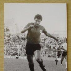 Coleccionismo deportivo: RCD MALLORCA : ISMAEL URTUBI (TEMPORADA 1981-82) - FOTOGRAFIA PROCEDENTE DE ARCHIVO DE PRENSA. Lote 195136350