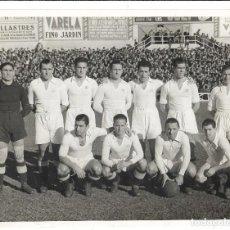 Coleccionismo deportivo: FOTOGRAFIA ANTIGUA ORIGINAL DE LA ALINEACION REAL MADRID TEMPORADA?AÑOS 1.940 ¿FOTO-ALBERO Y SEGOVIA. Lote 195209968