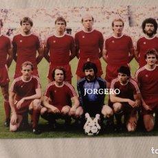 Coleccionismo deportivo: BAYERN MUNICH. ALINEACIÓN FINALISTA COPA DE EUROPA 1981-1982 EN ROTTERDAM CONTRA ASTON VILLA. FOTO. Lote 195241757
