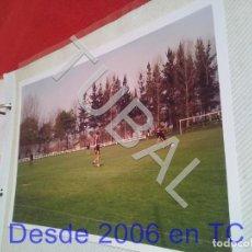 Coleccionismo deportivo: TUBAL ATHLETIC BILBAO ENTRENAMIENTO KARANKA Y OTROS 1994 FOTOGRAFIA AGFA B49. Lote 195275957