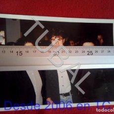 Coleccionismo deportivo: TUBAL ATHLETIC BILBAO JUAN JOSE VALENCIA Y FANS 1996 FOTOGRAFIA AGFA B49. Lote 195281017