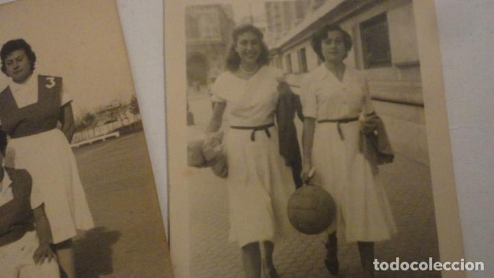 Coleccionismo deportivo: DOS ANTIGUAS FOTOGRAFIAS.DEPORTE.FUTBOL? FEMENINO.CHICAS.FOTO PALOMO.CORDOBA AÑOS 50? - Foto 3 - 195331491
