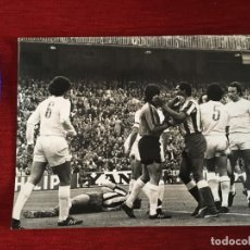 Coleccionismo deportivo: F3545 FOTO FOTOGRAFIA REAL MADRID ATLETICO MADRID(15-5-1977)LUIS PEREIRA MIGUEL ANGEL CAMPEONES LIGA. Lote 195382666