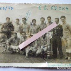 Coleccionismo deportivo: FOTO DEL C.D. ARCES. VALLADOLID. TEMPORADA 56/57. FIRMADA POR LOS JUGADORES. 13 X 17 CM. Lote 195447820