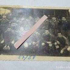 Coleccionismo deportivo: FOTO DEL EQUIPO SELECCION OESTE. VALLADOLID. 57/58. FIRMADA POR LOS JUGADORES. 12 X 17 CM. Lote 195447911