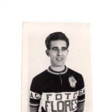 Coleccionismo deportivo: FOTOGRAFÍA DEL CICLISTA FEDERICO MARTÍN BAHAMONTES. EL ÁGUILA DE TOLEDO. FOTO FLORES. 6X9.. Lote 196008290