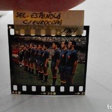Coleccionismo deportivo: NEGATIVO FOTOGRAFIA SELECCION ESPAÑOLA DE FUTBOL, EUROCOPA 1964. Lote 198211283
