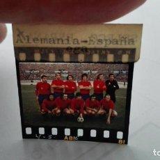 Coleccionismo deportivo: NEGATIVO FOTOGRAFIA SELECCION ESPAÑOLA DE FUTBOL, 24-11-73. Lote 198211356