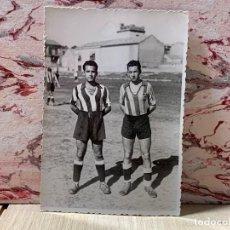 Coleccionismo deportivo: FOTOGRAFIA DOS JUGADORES ATLETICO DE MADRID ALINEACION AÑOS 20 AVIACION 12 X 8 CM FOTO GARCIA. Lote 201779321