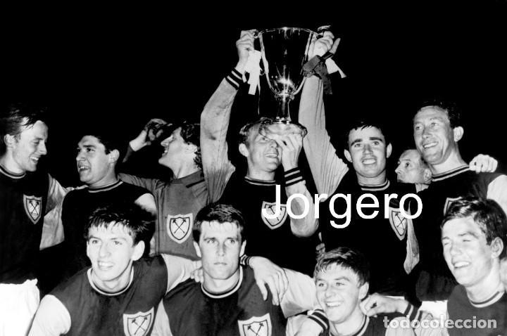 WEST HAM UNITED. CAMPEÓN RECOPA 1964-1965 EN WEMBLEY CONTRA MUNICH 1860. FOTO (Coleccionismo Deportivo - Documentos - Fotografías de Deportes)