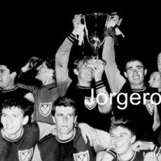 Coleccionismo deportivo: WEST HAM UNITED. CAMPEÓN RECOPA 1964-1965 EN WEMBLEY CONTRA MUNICH 1860. FOTO. Lote 201854321