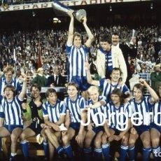 Coleccionismo deportivo: IFK GOTEBORG. CAMPEÓN COPA UEFA 1981-1982 EN VOLKSPARKSTADION CONTRA EL HAMBURGO. FOTO. Lote 201854733